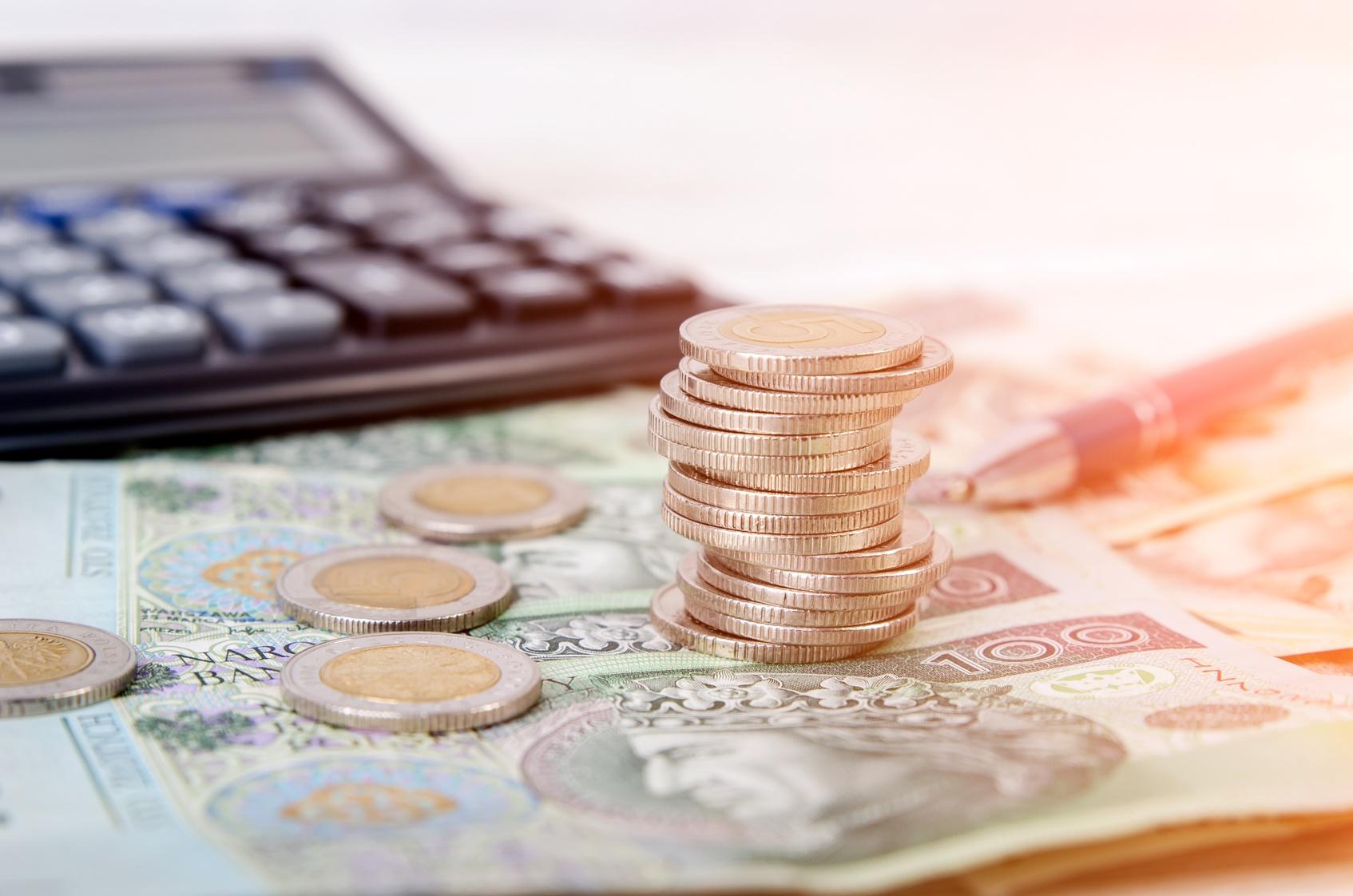 Kontrahent jest Ci winny pieniądze? Chcesz szybko i skutecznie odzyskać dług?